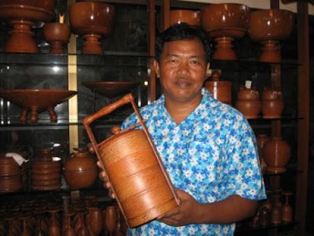 กะลา ไม้มะพร้าว สินค้าทำมือชื่อดังของเกาะสมุย