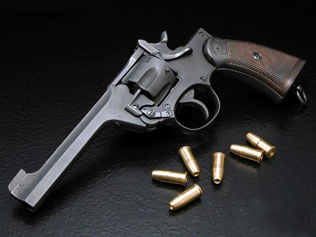 http://1.bp.blogspot.com/_sRGU_JXOz6E/TU16-TaIuPI/AAAAAAAABg4/LBMbLg0L3_o/s1600/Revolver-And-Bullet-Wallpaper.jpg