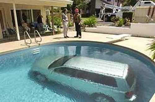 UNO AL DIA...POR LO MENOS!! Coche_piscina