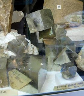 黄鉄鉱の塊