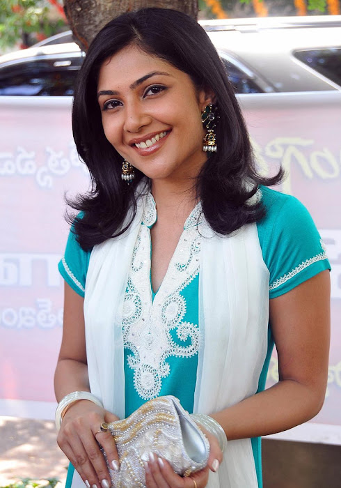 Kamalini Mukherjee In Churidar Cute Wallpapers show