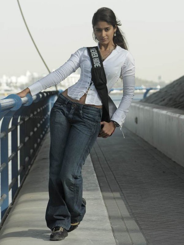 LATEST ILEANA PICS FROM RECHIPO WITH NITIN