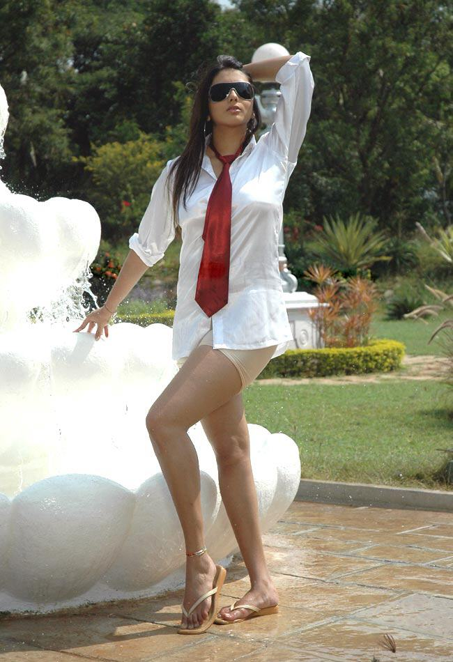 hot n latest images namitha