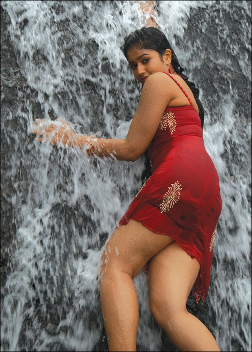 poonam bajwa exposing her massive and hot n thunder thighs look at ...