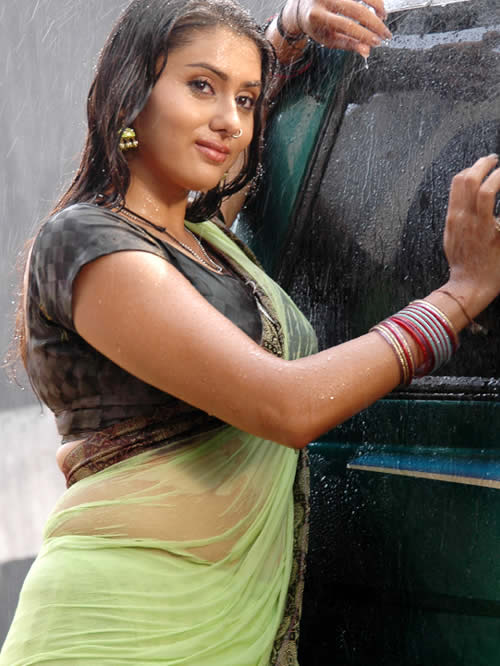 hot namitha exposing in saree