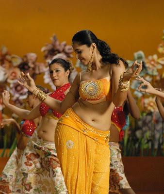adundati billa anushka hot navel show tamil movie Vettaikkaran
