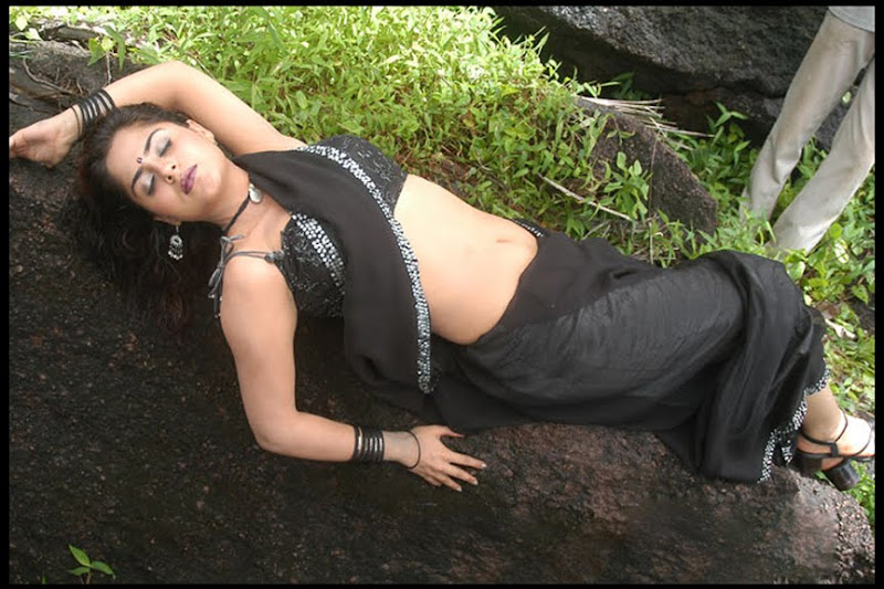 farzana deep hot spicy navel exposing in black saree