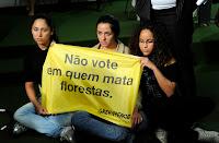 manifestação do Greenpeace contra a alteração do Código Florestal