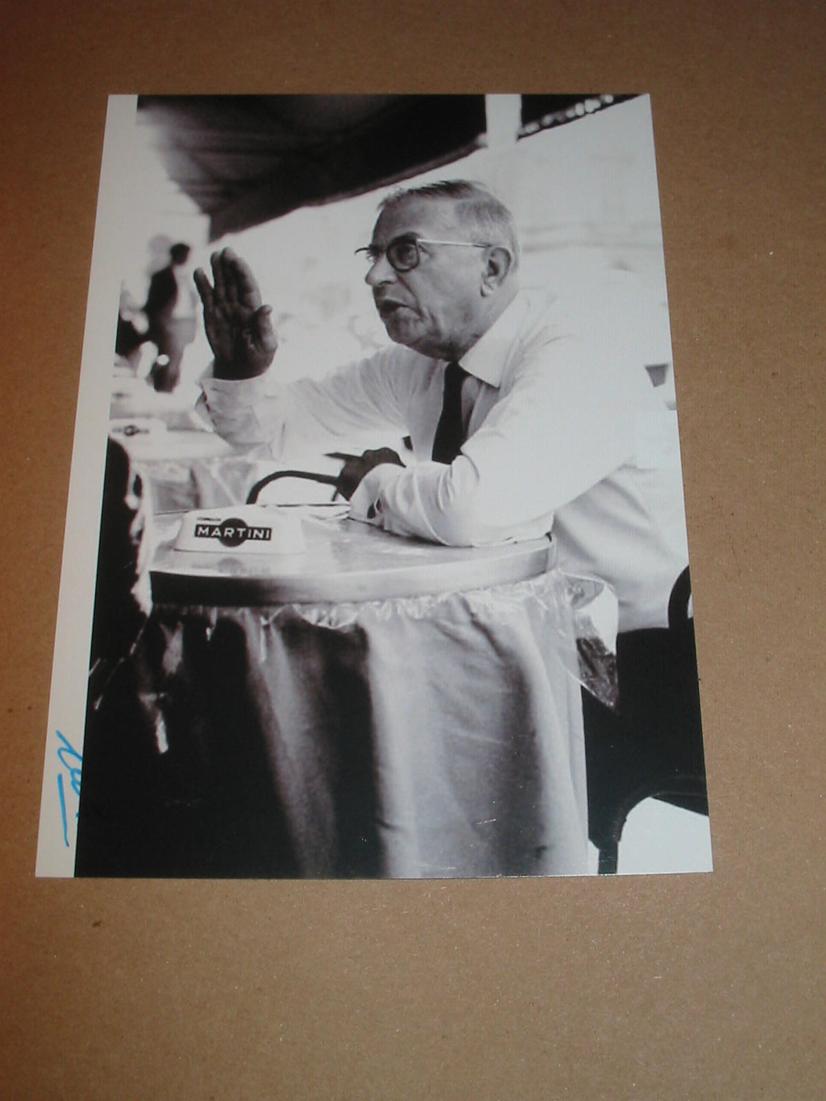 Autograph vip succes 2010 jean paul sartre by mario muchnik for Design vip chambre mario jean