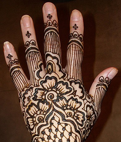 This is Eid Mehndi Designs For Hands for house hold women.
