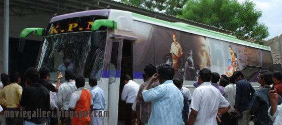 [Kamal-50-specialbus-stills-04.jpg]