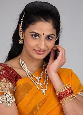 http://1.bp.blogspot.com/_sb9yp2CsJVU/SpYgDTOnExI/AAAAAAAAGWY/sAv5Ku1T0nw/s400/actress_yamini_sharma_hot_sexy_stills_01.jpg