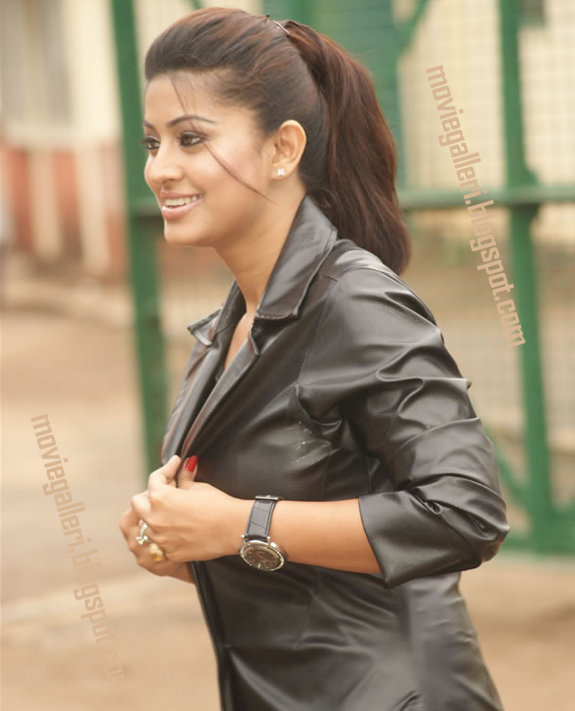 [Sneha-Goa-on-Location-Exclusive-stills-pics-images-photo-gallery-03.jpg]
