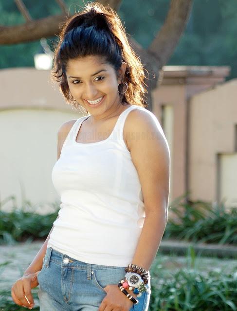 meera jasmine moksha movie stills