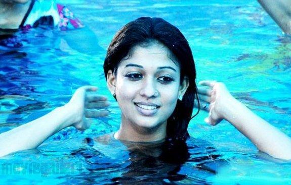 [nayanthara-swimsuit-stills-images-pics-09.jpg]