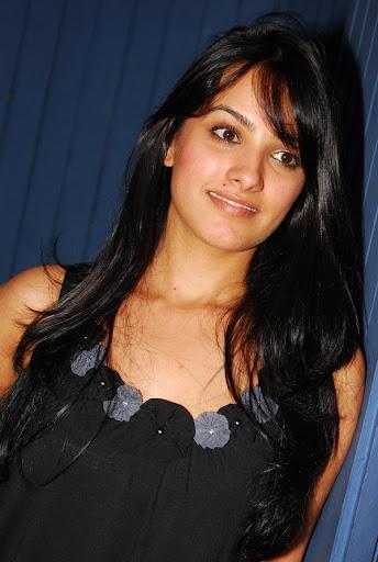 http://1.bp.blogspot.com/_sb9yp2CsJVU/SzA0rPRWxfI/AAAAAAAAP1Y/0Ng4BnxoXuA/actress-anitha-latest-stills-01.jpg