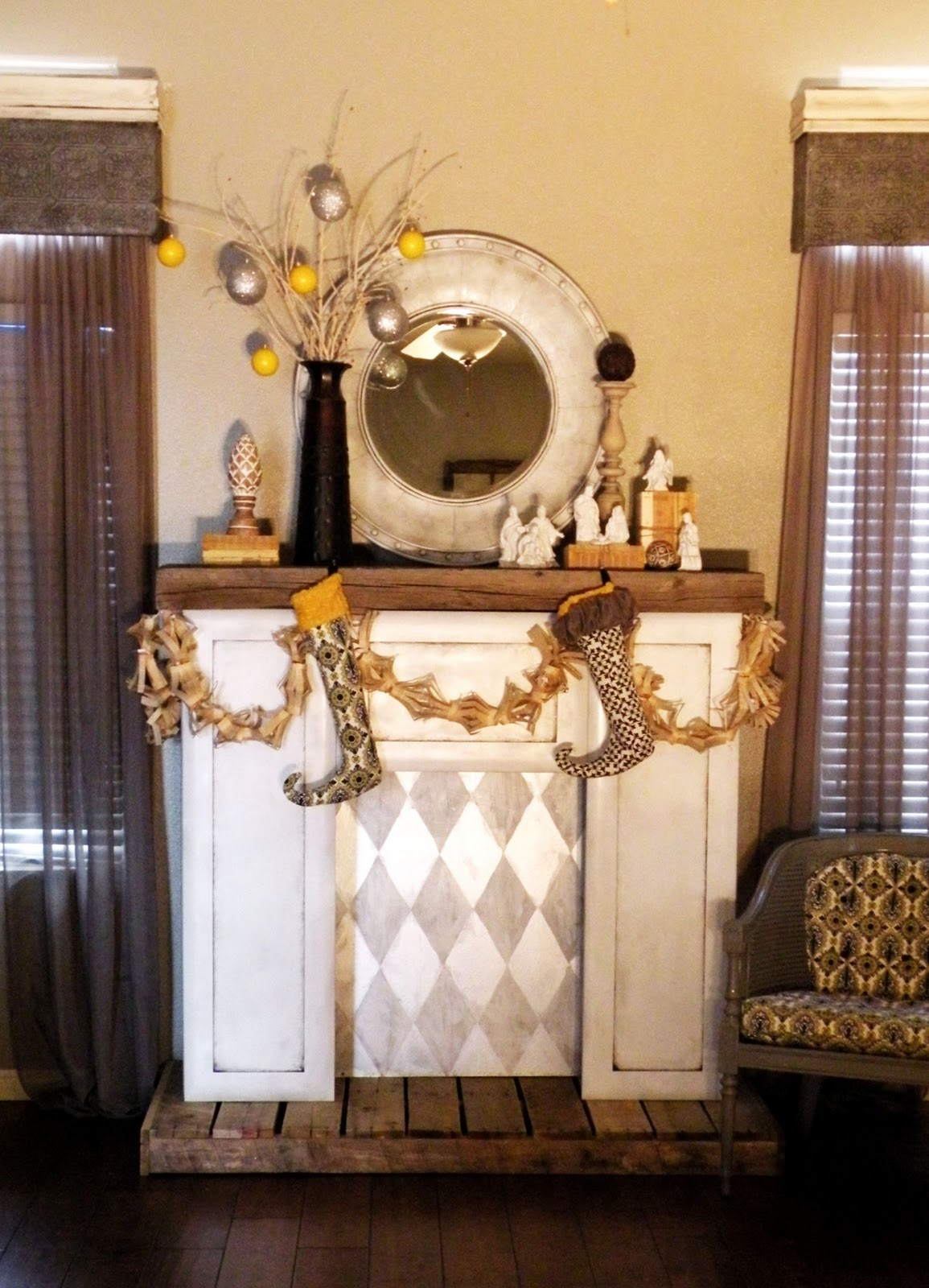 diy faux fireplace vintage revivals. Black Bedroom Furniture Sets. Home Design Ideas