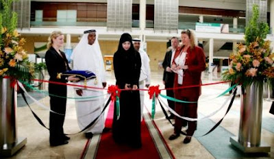 UAE Minister of State, Her Excellency Reem Al Hashemi, cuts the DOMOTEX Middle East 2010 opening day ribbon