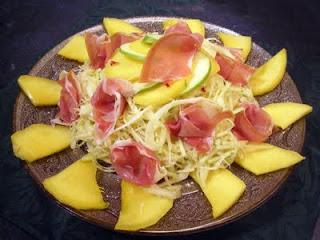 Salade chou blanc mangue et jambon cru