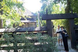 Brama wejściowa do kościółka w Sinołęce