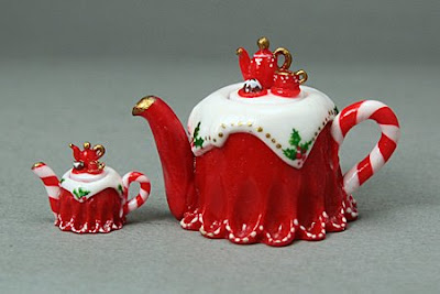 miniature Christmas teapots in 12th scale and quarter scale handmade emmaflam miniman paris miniatures