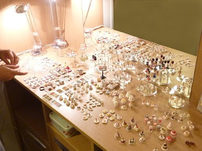 Emmaflam & Miniman's improvised miniature stand
