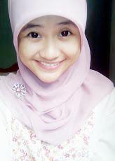 senyum bahagia