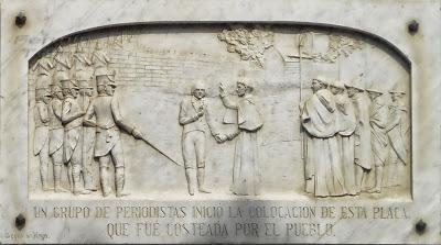 Placa en el monumento a Hidalgo