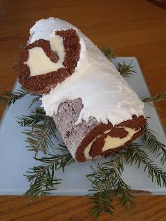 A yule log cake