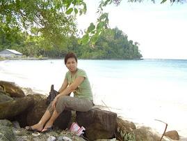 di Pantai Pasir Putih Maelang, Bolmut