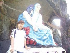 di depan Patung Bunda Maria Pieta