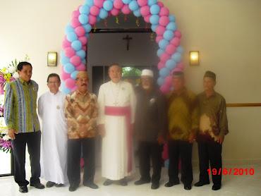 Uskup Manado bersama tokoh umat Muslim yg hadir