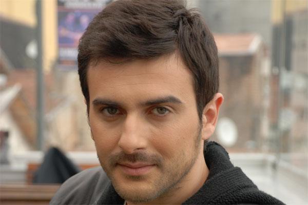 صور اياد بطل المسلسل التركي لحظة وداع Gokhan Tepe