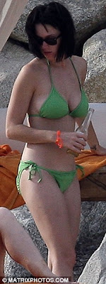 katy perry en bikini verde