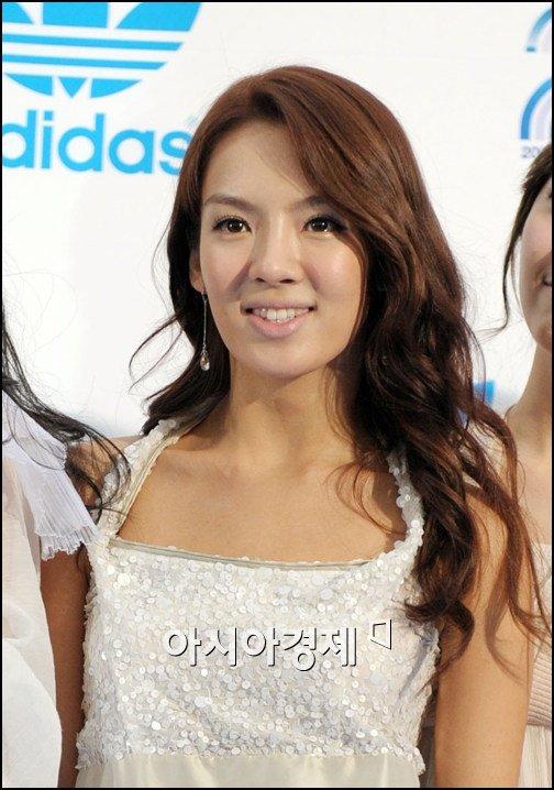 SNSD Hyoyeon Plastic Surgery