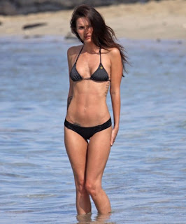 Megan Fox Wearing a tiny black polka dot bikini weekend in Hawaii with her husband in sexy bikini picture gallery blog