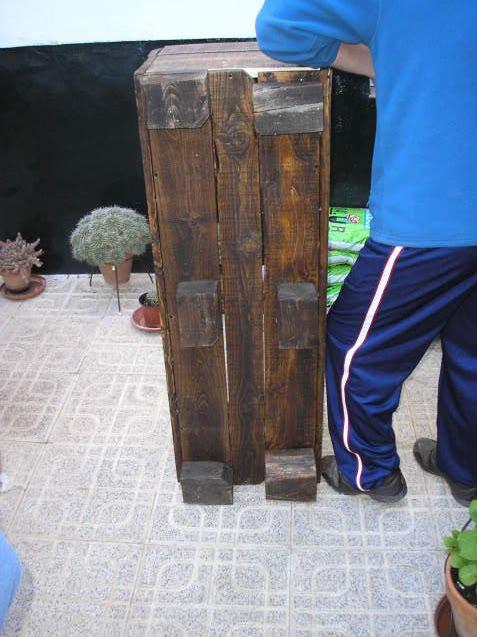 Muebles gratis con palets paso a paso para hacer un macetero for Como hacer muebles de palets paso a paso