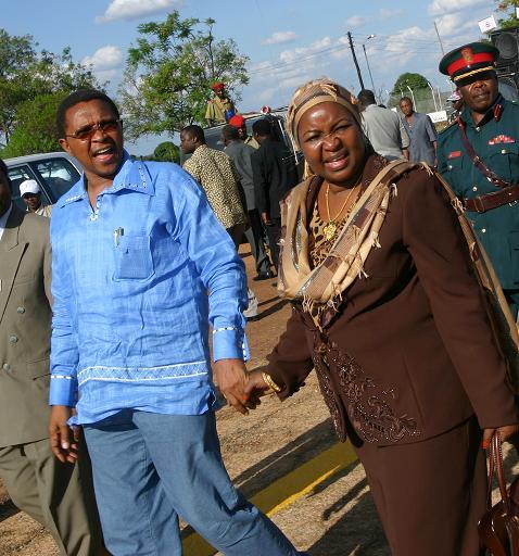ukurasa wa mbelea wa gazeti la mwananchi la leo jarida la mwananchi