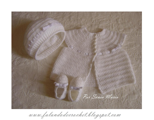 Tığişi beyaz yelek, patik ve şapka örneği