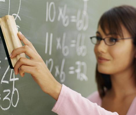 ... generaciones de profesores y profesoras con un enfoque descolonizador