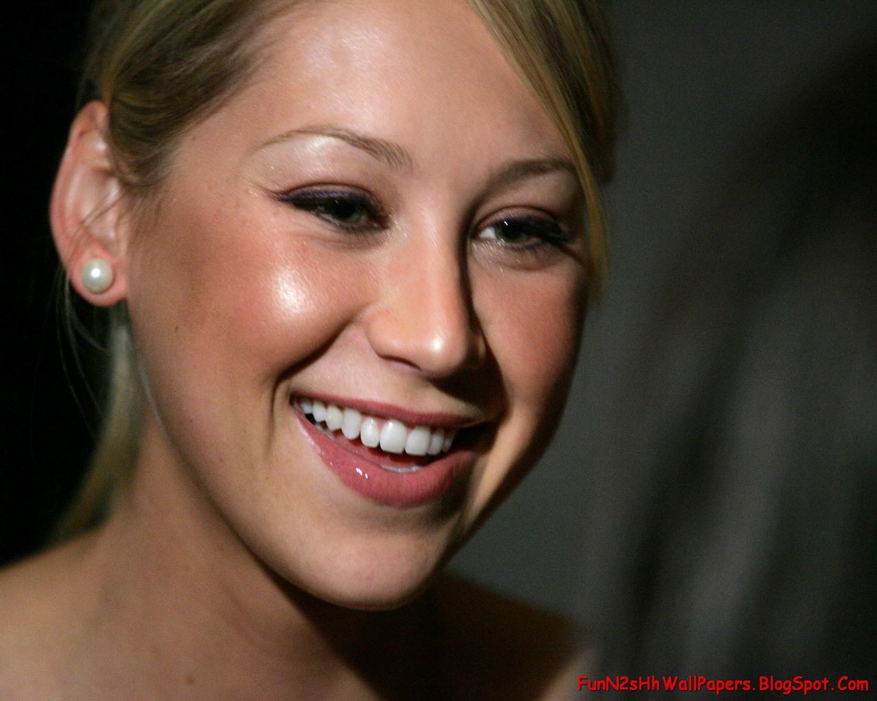 http://1.bp.blogspot.com/_sx0Gt1J0RnM/SaDpLuoUOJI/AAAAAAAACBM/_As3iyH0fwI/s1600/FunN2sHhWallPapers.Blogspot.com_Anna.Kournikova_54.jpg