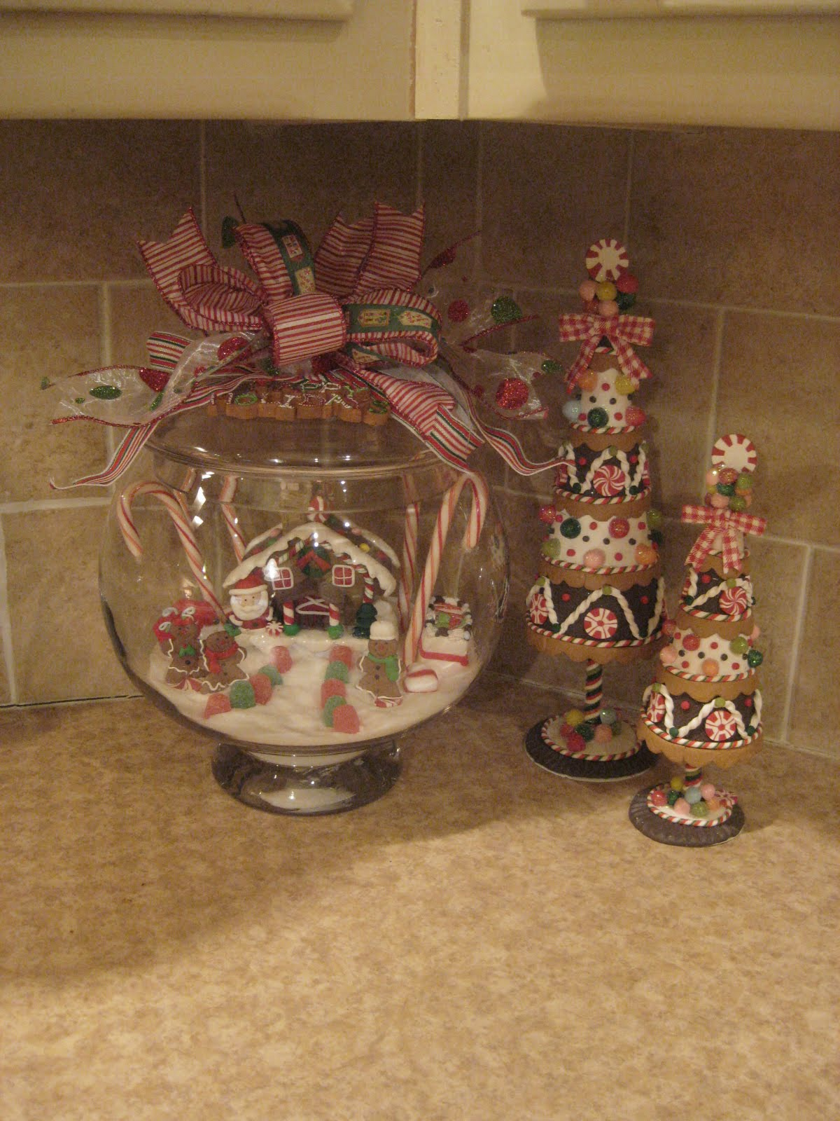 Gingerbread kitchen decorations kitchen design photos - Country kitchen ornaments ...