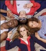 Emma Watson lança linha de roupas