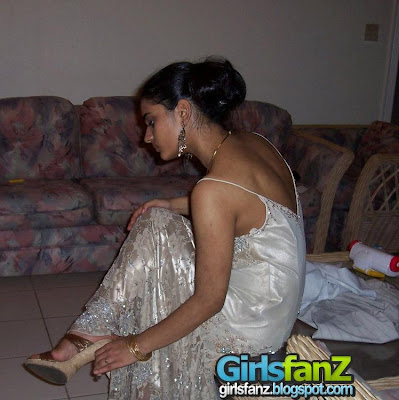 Indian girls photos-indian babes bare feet