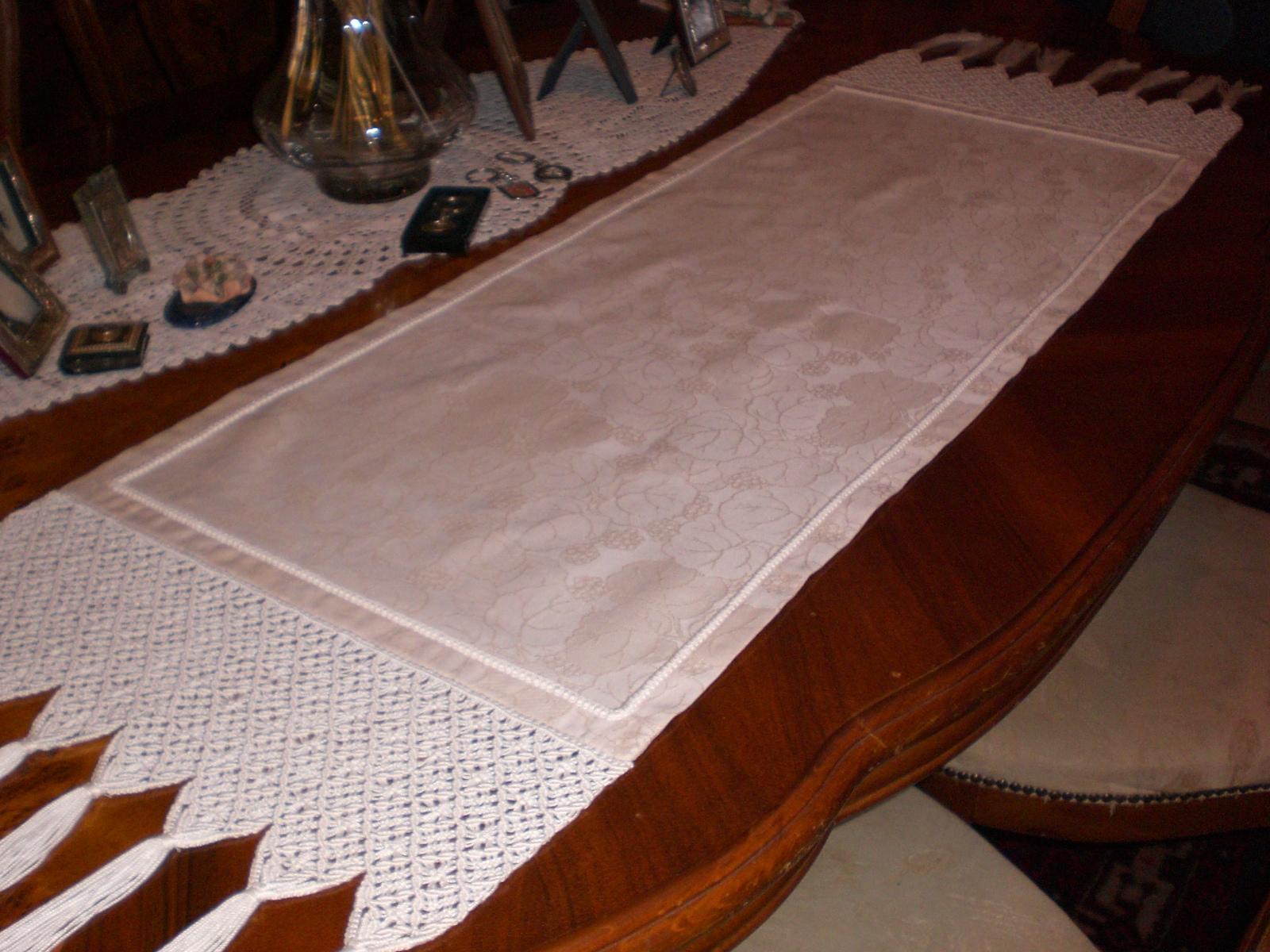 Uncinetto ricamo strisce per il tavolo - Striscia uncinetto per tavolo ...