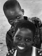 Menino e menina de Moçambique