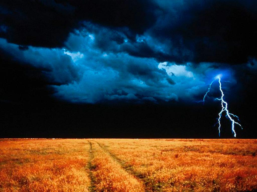 http://1.bp.blogspot.com/_t1-PpIP8E2Y/TNvicbpmMEI/AAAAAAAABHQ/d60IZD_Arv8/s1600/lighting-storm-wallpaper.jpg