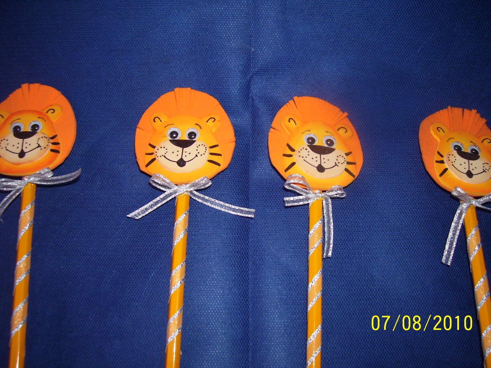 Lápices decorados en goma eva (león)