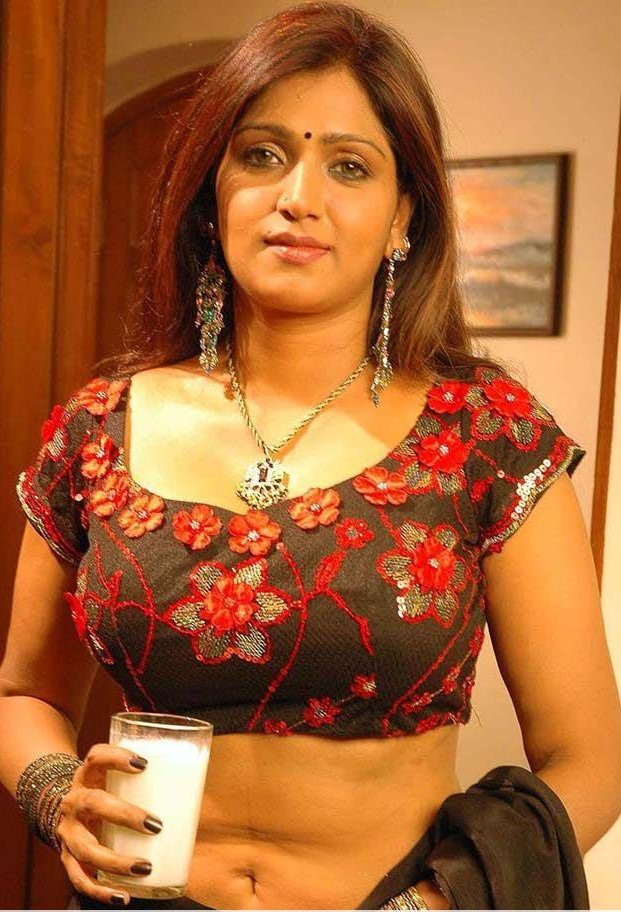 bhuvaneswari in saree