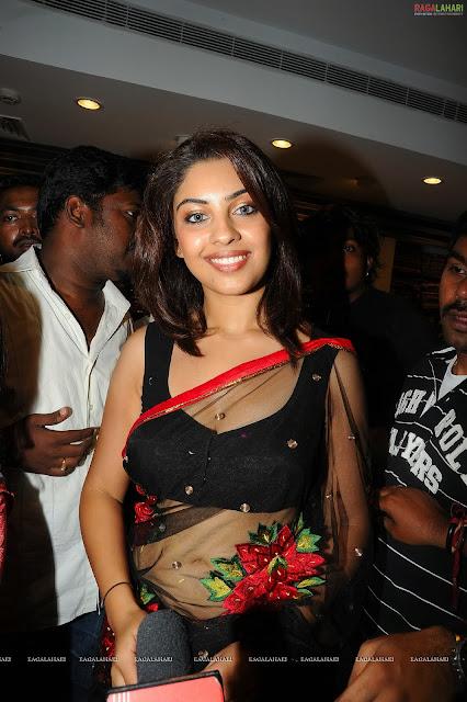 richa gangopadhyay hot cleavage